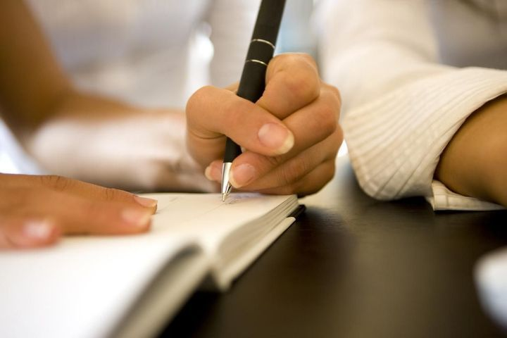 Être gaucher serait une bonne chose selon les scientifiques.