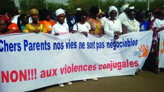 Violences faites aux femmes : que faire pour lutter contre le phénomène ? Des Maliens se prononcent